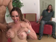 Vidéo porno mobile : Sit down, shut up and watch me get fucked!